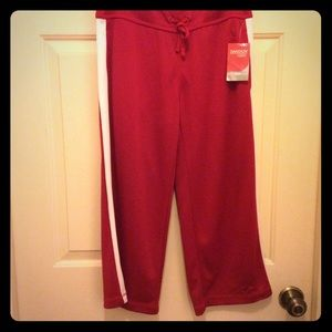 New Danskin Now Loose capri red white stripe S 4-6